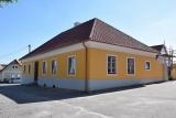 Obec Rataje dokončila hrubou přestavbu objektu bývalé fary
